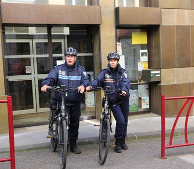 Police vélo électrique