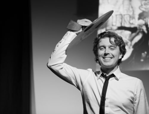 « Alex Vizorek est une œuvre d'art », un one-man-show intellectuel au Théâtre